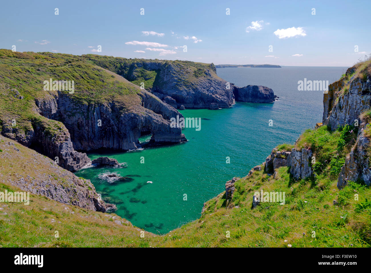 Looking along the dramatic coastal scenery towards Lydstep Point & Caldey Island in the Pembrokeshire Coast - Stock Image