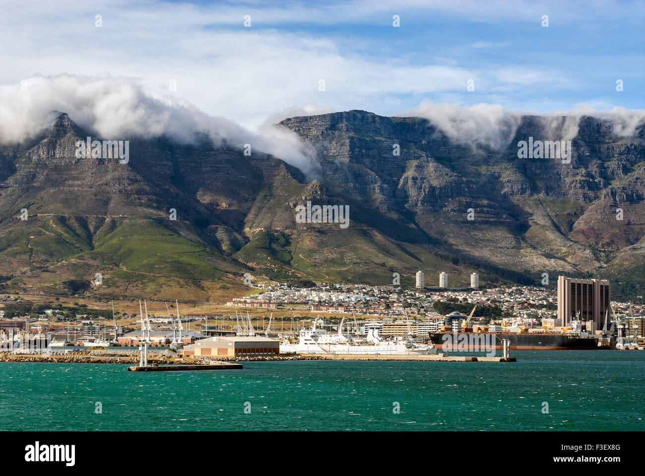 Seaside view Cape Town and the Table Mountain with Fog, South Africa. | Kapstadt und Tafelberge mit Nebel, Suedafrika - Stock Image