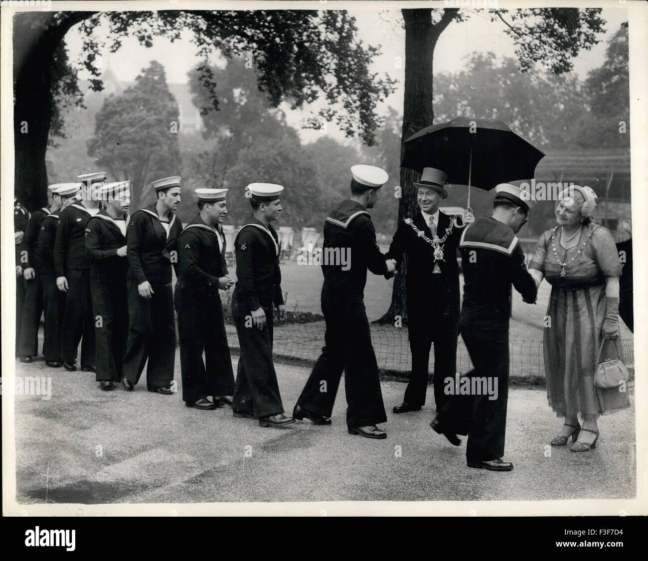 1956 - Foreign naval personnel received by the Mayor and Mayoress of Portsmouth. Navy Personnel who are in Portsmouth - Stock Image
