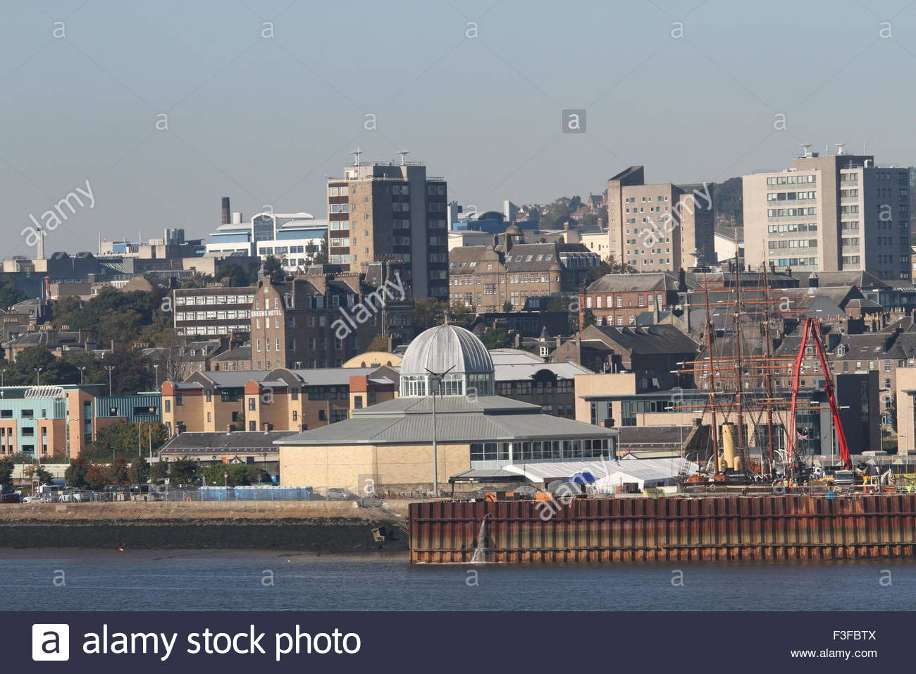 Discovery Point and University of Dundee Scotland  October 2015 Stock Photo