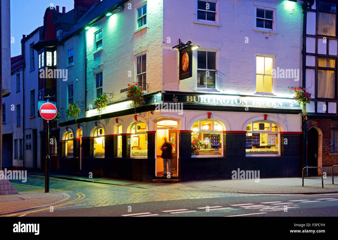 The Burlington Tavern at night, Kingston upon Hull, East Riding of Yorkshire, Humberside, England UK - Stock Image