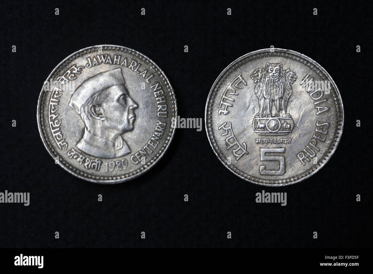 Coinage ; India coinage ; Jawaharlal Nehru centenary 1989 with five rupee coin - Stock Image