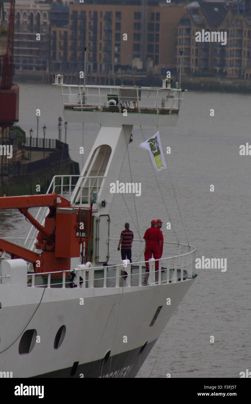 London, UK.  7th October 2015. The National Oceanography Centre's Royal Research Ship (RRS) 'Discovery' arrives Stock Photo