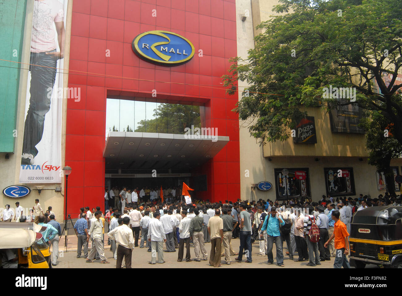 Shiv Sainiks protest against the suspension of employees by Big Bazaar department stores in Bombay Mumbai - Stock Image