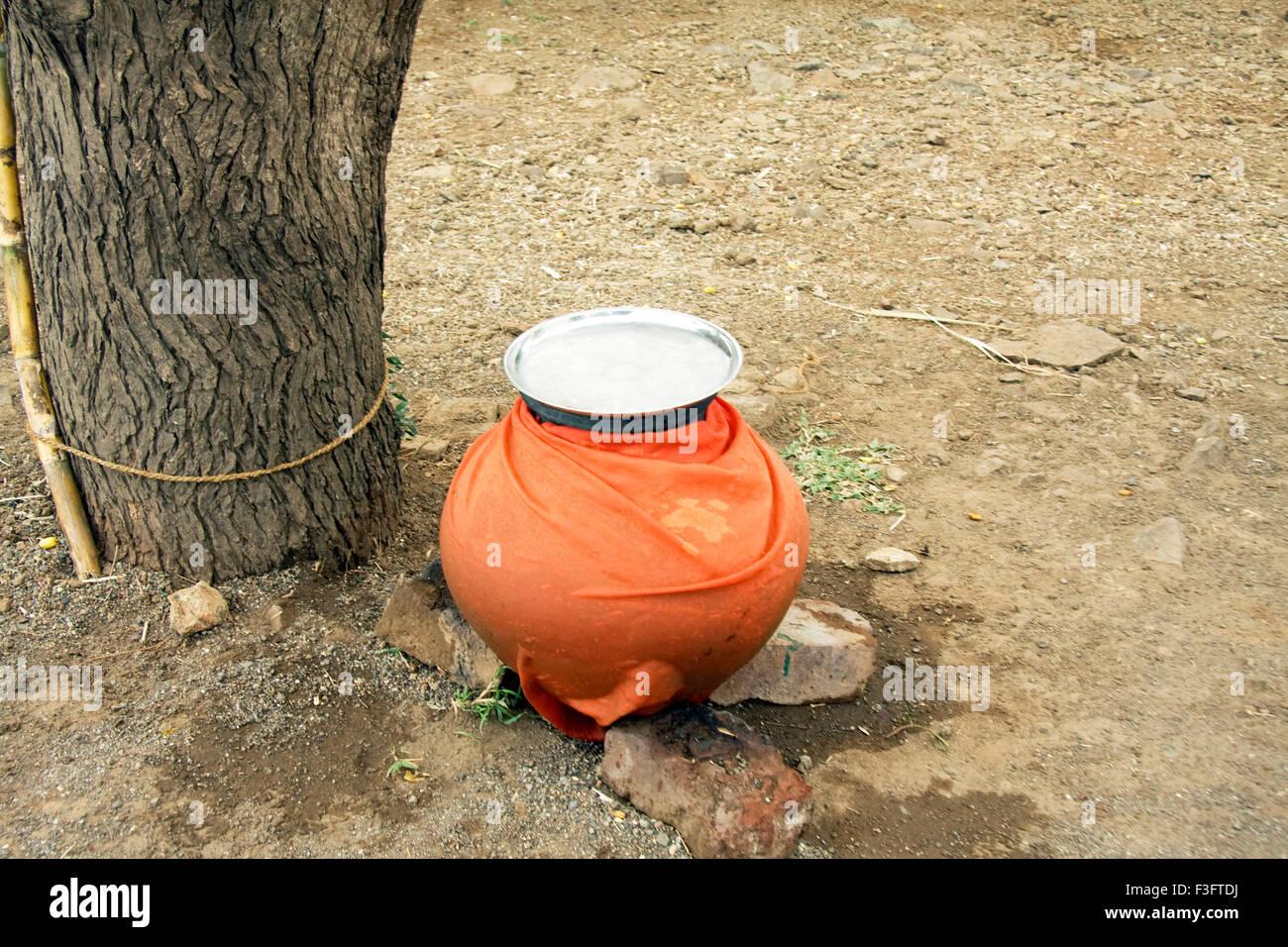 Earthen pot of water ; India - Stock Image