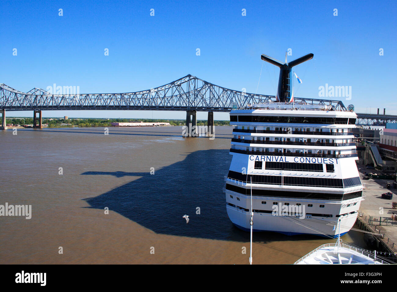 Cruise ship crescent city connection bridg Mississippi river New Orleans bridge Newrleansted States of America Stock Photo