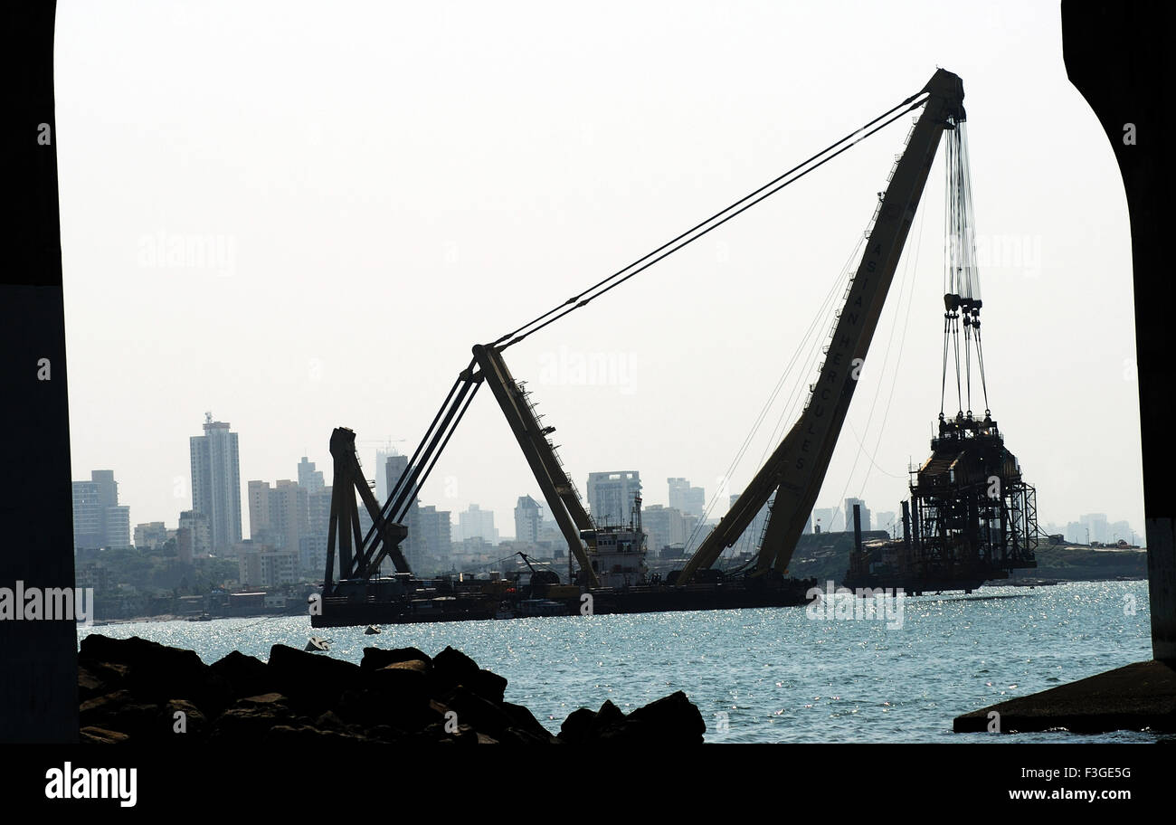 Asian Hercules 1600 Metric Tonnes Crane At Work On Bandra Sea Link ; Mumbai ; Maharashtra ; india - Stock Image