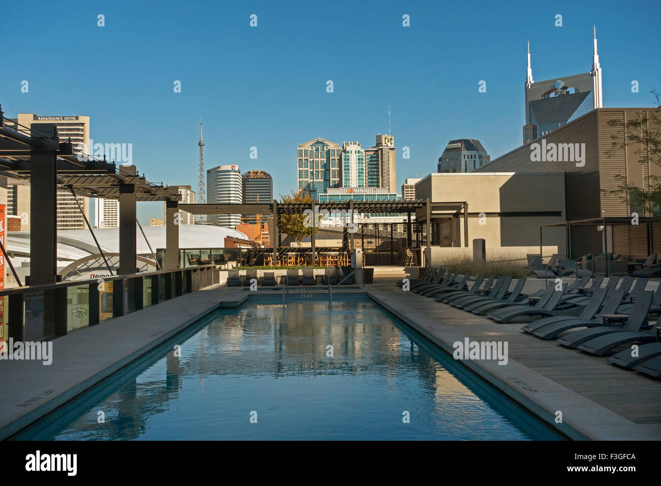 downtown nashville tn view from the omni hotel roof pool stock photo rh alamy com nashville tn hotels downtown for cheap nashville tn hotels downtown with suites