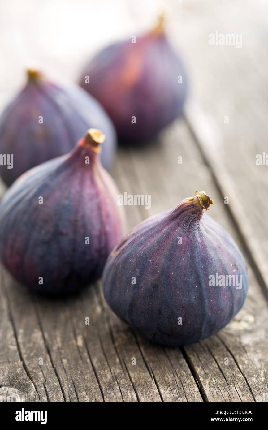 fresh figs on kitchen table - Stock Image
