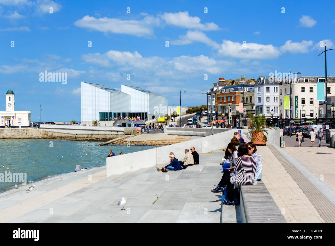 The promenade and Turner Contemporary art gallery in Margate, Kent, England, UK - Stock Image