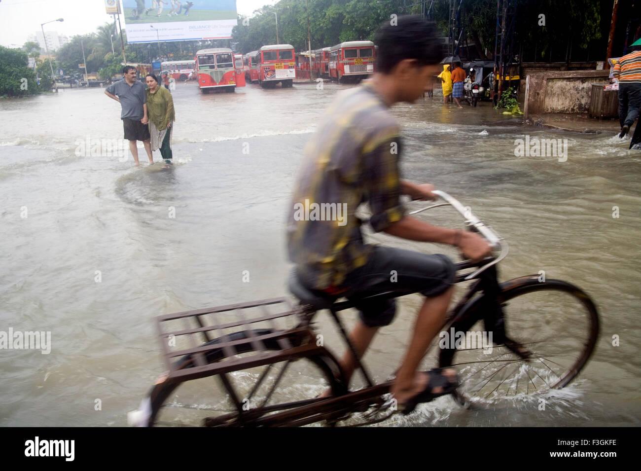 Season Monsoon ; water logging suburb road due to heavy rain Mumbai dated 5th july 2006 Mumbai Bombay Maharashtra - Stock Image