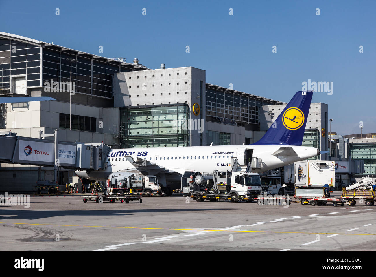 Lufthansa Airbus A319-100 at the Gate of the Frankfurt Airport. - Stock Image
