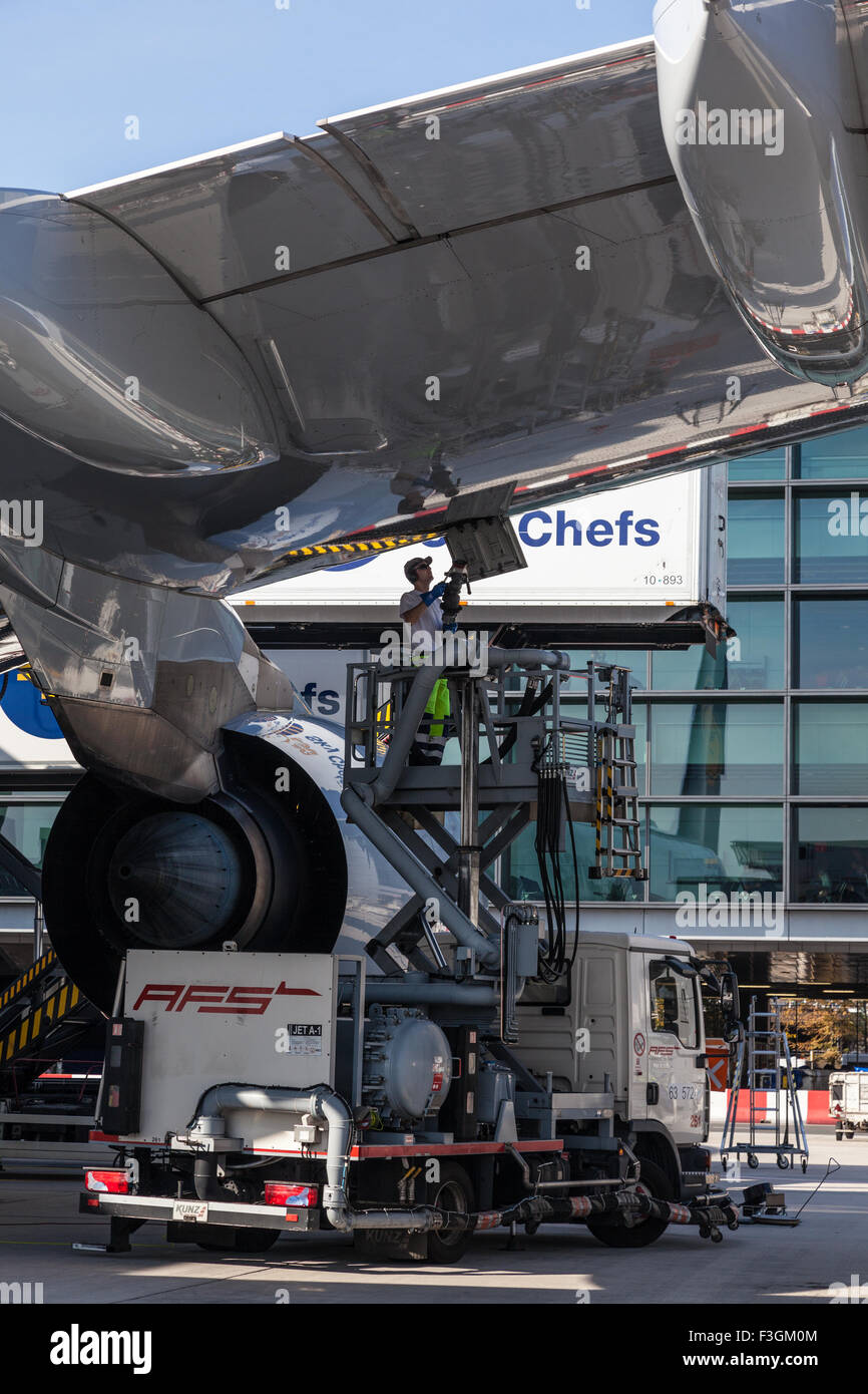 Lufthansa Airbus fill upf the Frankfurt Airport - Stock Image