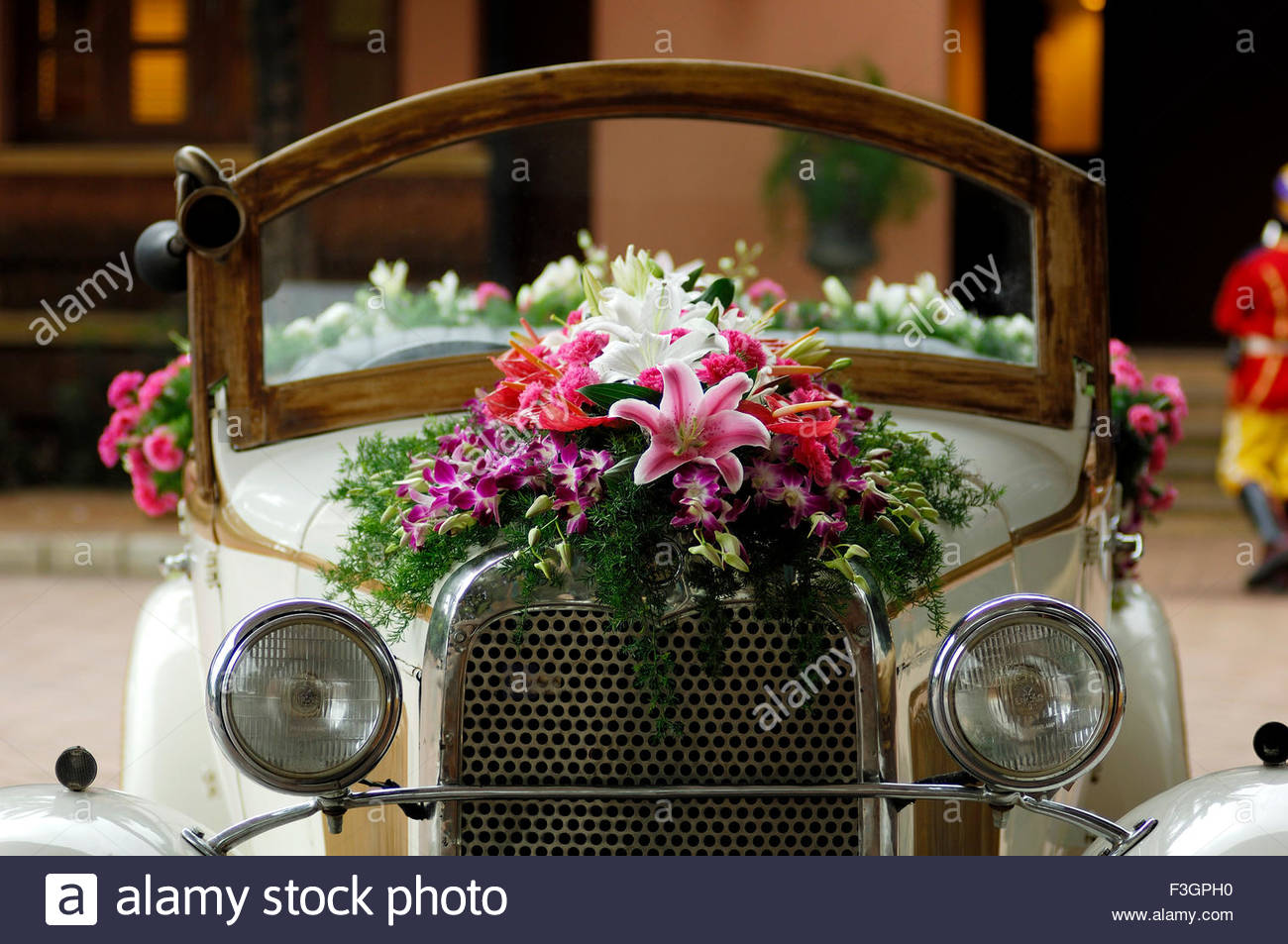 Vintage car model Alfa Romeo Of Ford decorated for Baraat in Indian ...