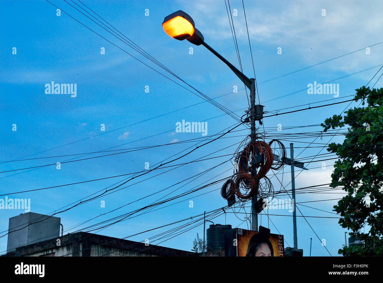 Sreet Lamp And Wires Wire Center Digit Binary Counter Circuit Diagram Tradeoficcom Cluster Of Tied To Glowing Street Post Calcutta West Rh Alamy Com