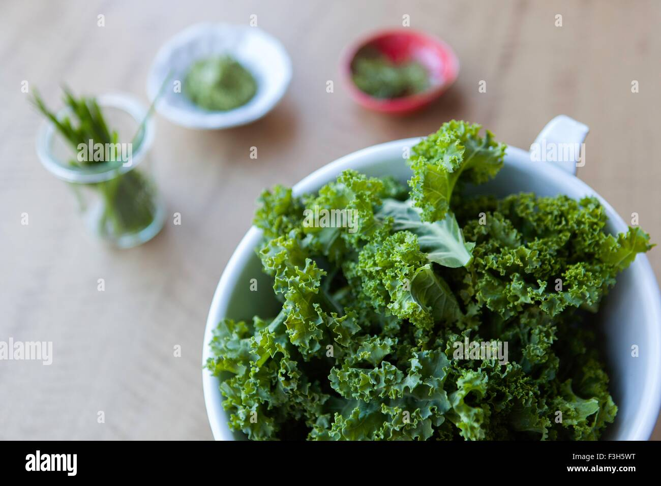 Overhead view of kale and herbs - Stock Image