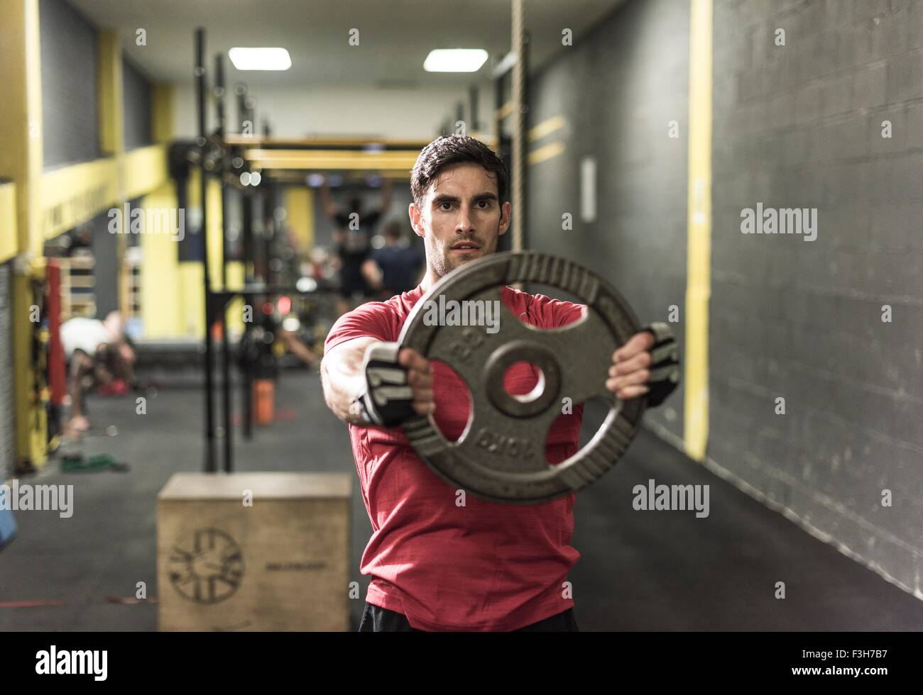 Mid adult man working out at gym - Stock Image