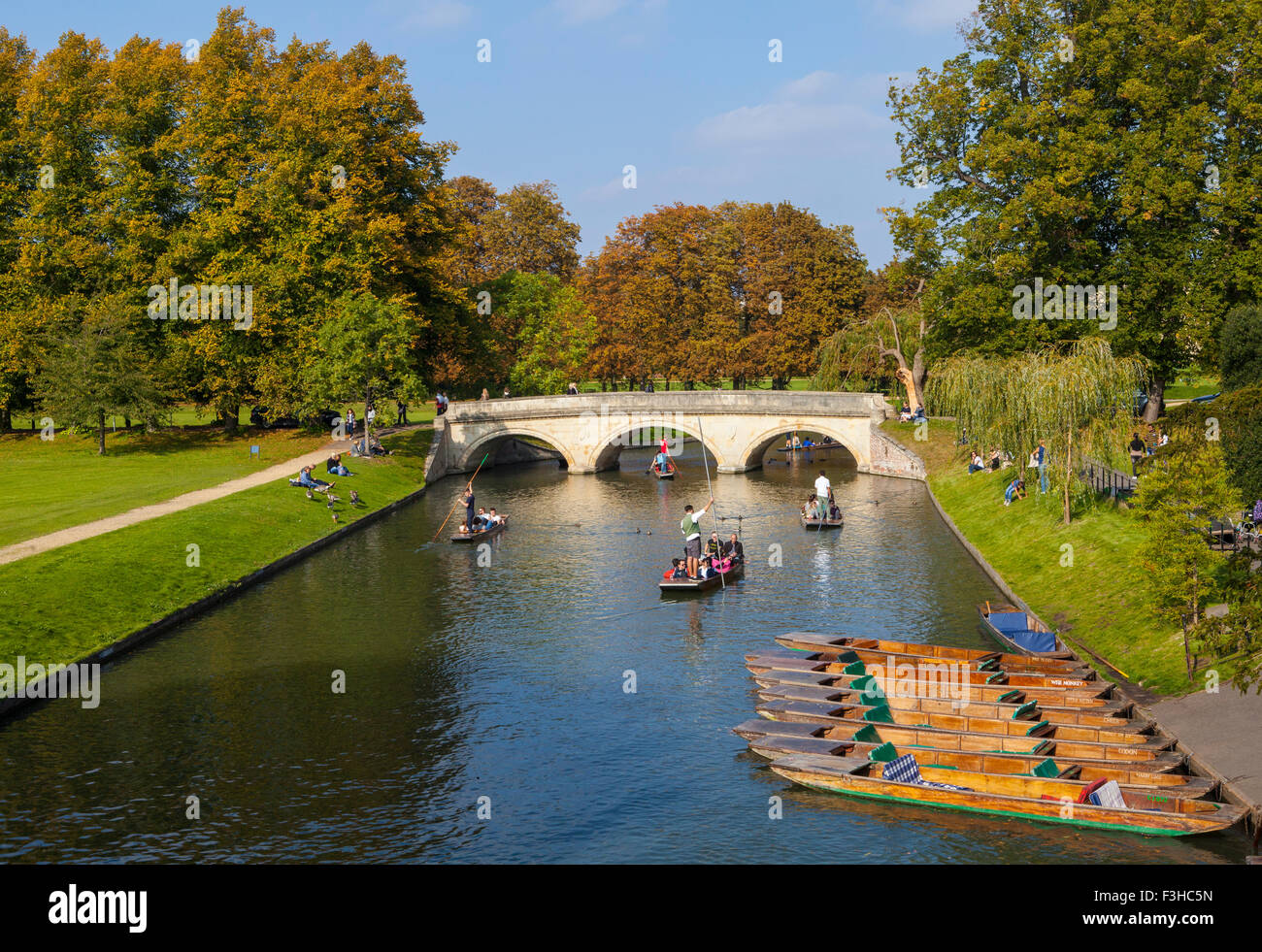 A view over the River Cam in Cambridge looking towards Trinity Bridge. - Stock Image