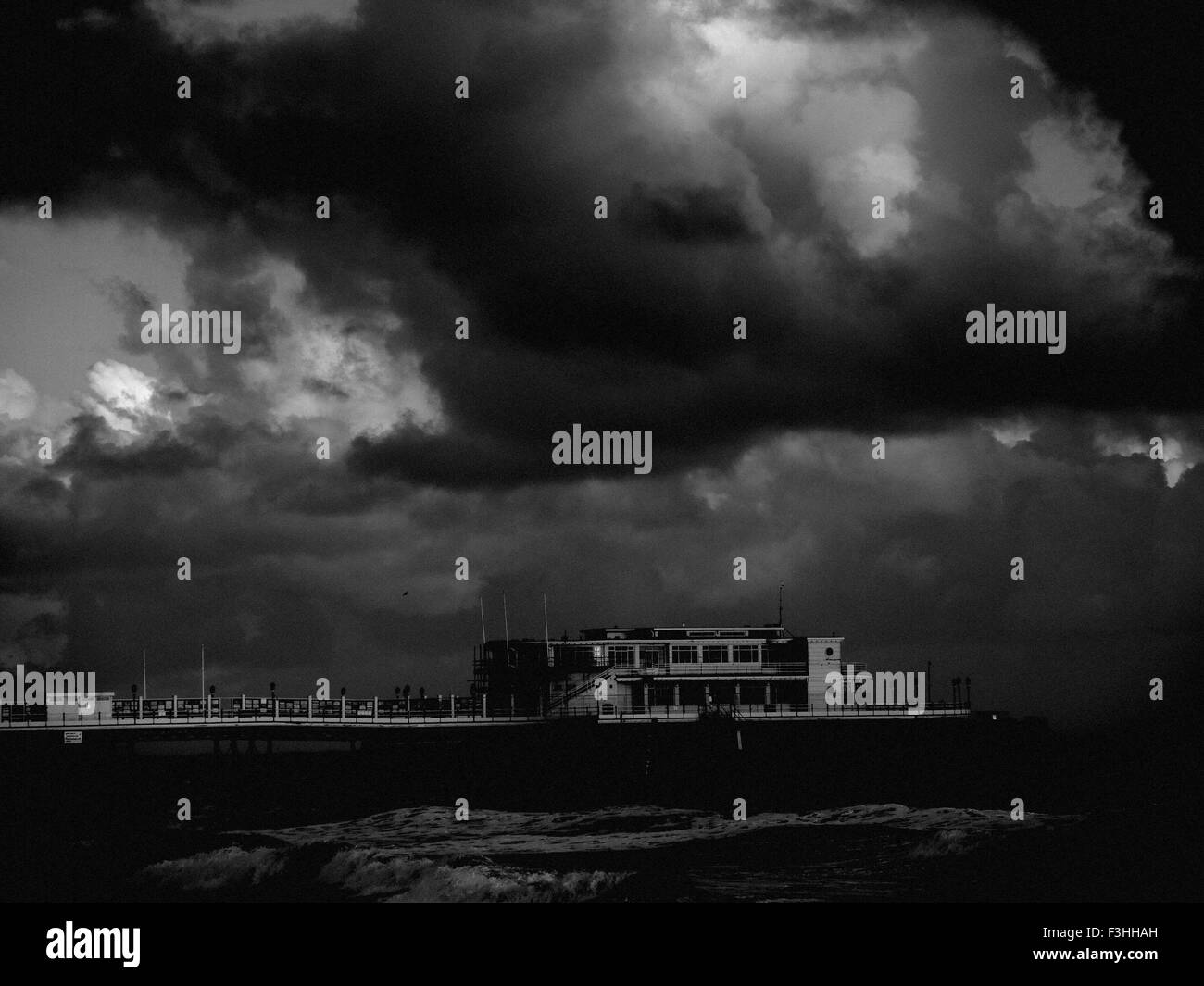 AJAXNETPHOTO. WORTHING, ENGLAND. - STORMY WEATHER - SEASIDE RESORT PIER BATTERED BY AUTUMN STORMS. PHOTO:JONATHAN - Stock Image