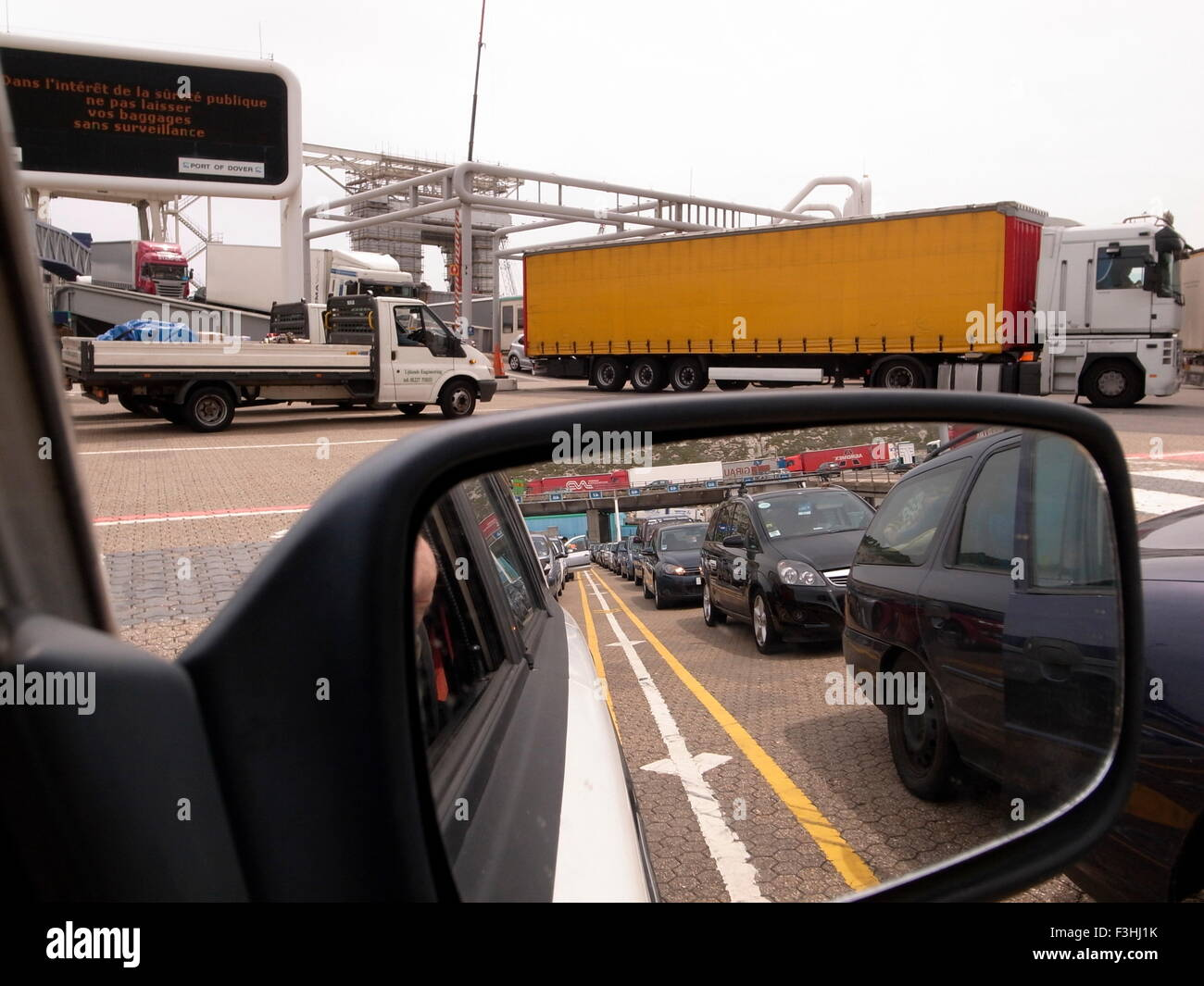 AJAXNETPHOTO.  DOVER, ENGLAND. - CROSS CHANNEL PORT TRAFFIC - A TRUCK LEAVING A CROSS CHANNEL FERRY WITH A LINE - Stock Image