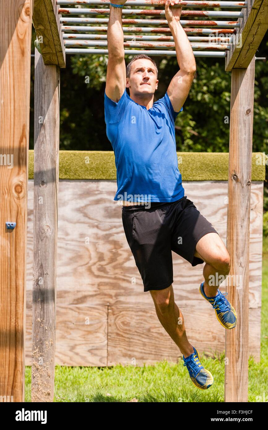 Mid adult man, working out, outdoors - Stock Image