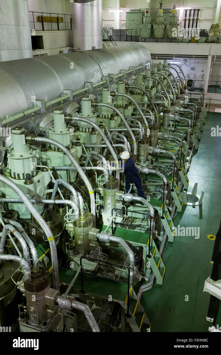 Battleship Engine Room: Ship's Engine Room Stock Photo: 88285776