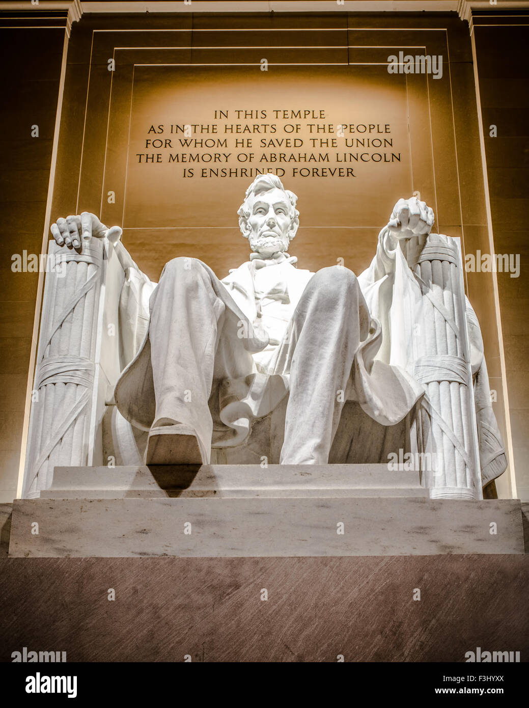 Lincoln Memorial statue of Abraham Lincoln seen at night - Stock Image