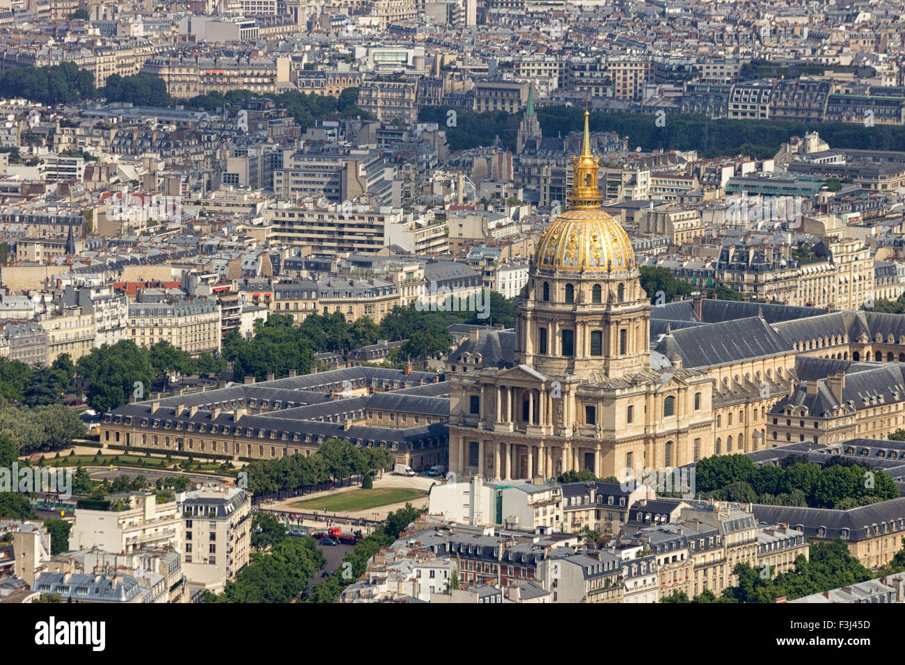 L'Hotel national des Invalides. The complex of buildings contains museums and monuments relating to the mi Stock Photo