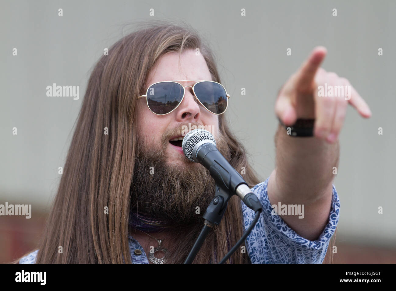 Adam Barron (The Voice UK 2013 finalist), lead singer with The Mick Ralphs Blues Band, at the 2015 Darlington R'n'B - Stock Image