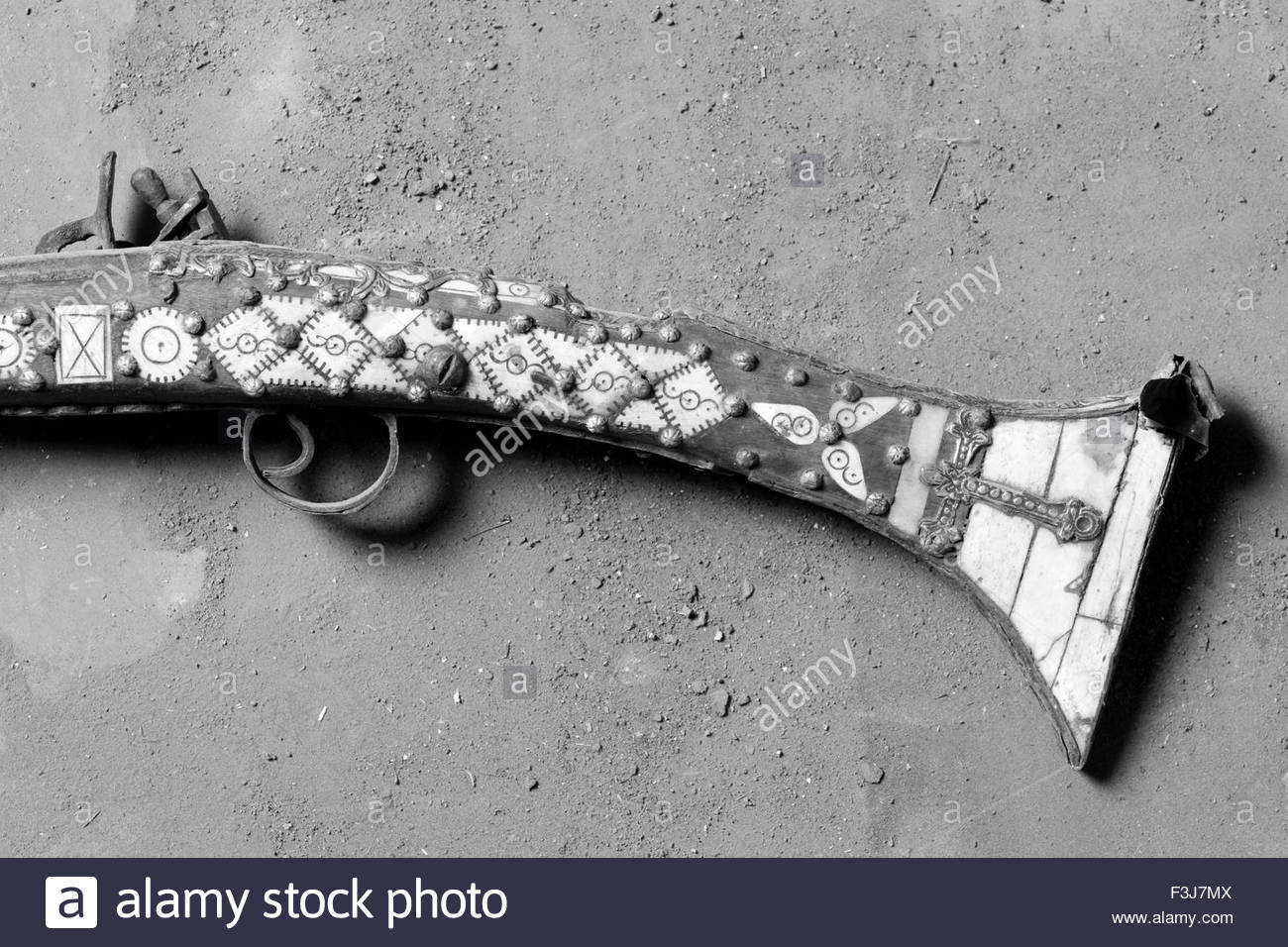 Fake Antique Rifle Inlaid With Mother Of Pearl And Bone - Western Sahara - (Found By Explorer Kypros During 'The - Stock Image
