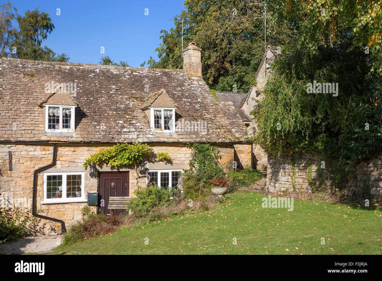 Pretty stone Cotswold cottage, Snowshill village, Worcestershire, England. - Stock Image