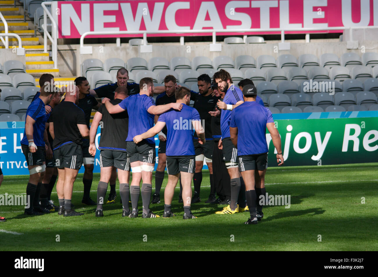 Newcastle upon Tyne, UK. 8th October, 2015. New Zealand rugby squad practicing during Captain's run at St James Stock Photo