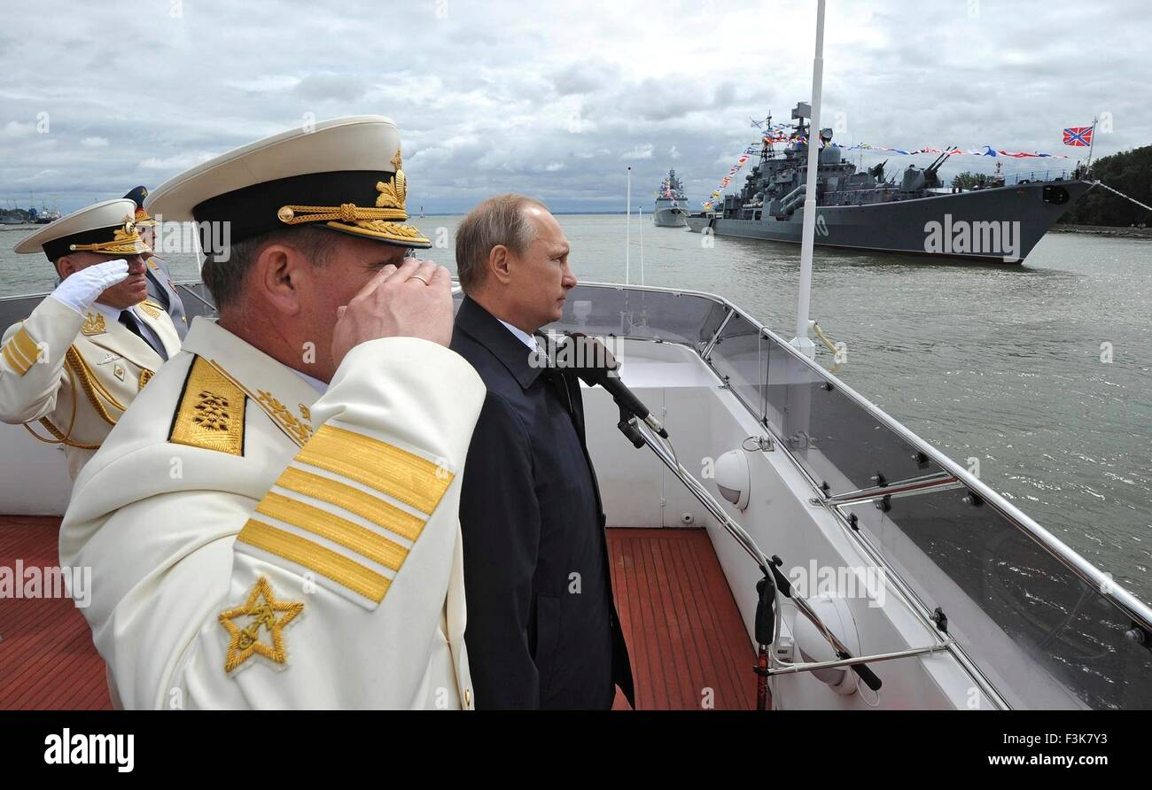 Russian President Vladimir Putin reviews a Navy parade alongside Commander of the Navy Viktor Chirkov July 26, 2015 - Stock Image