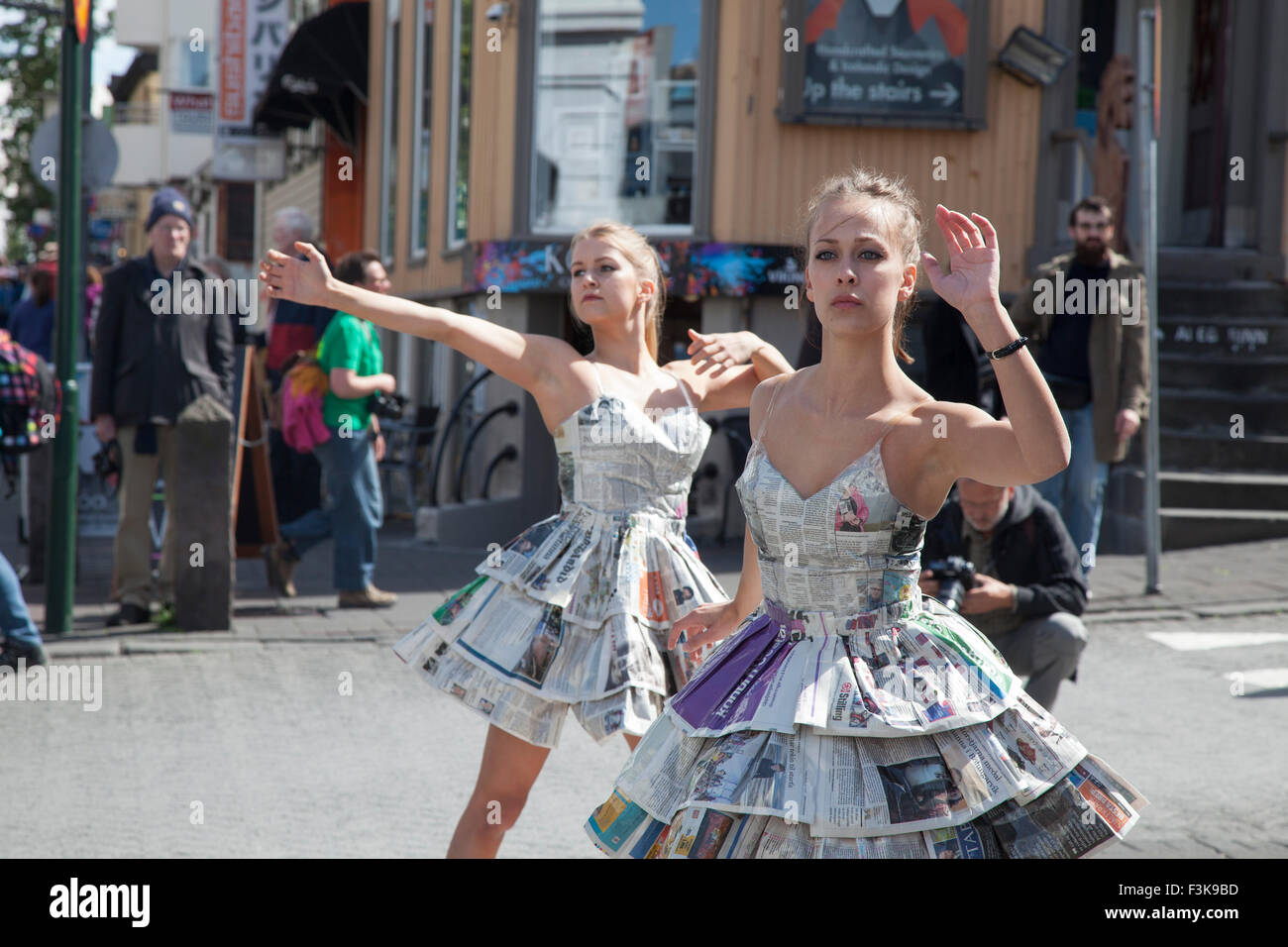 City centre street performers, Laugavegur, Reykjavik, Iceland. - Stock Image