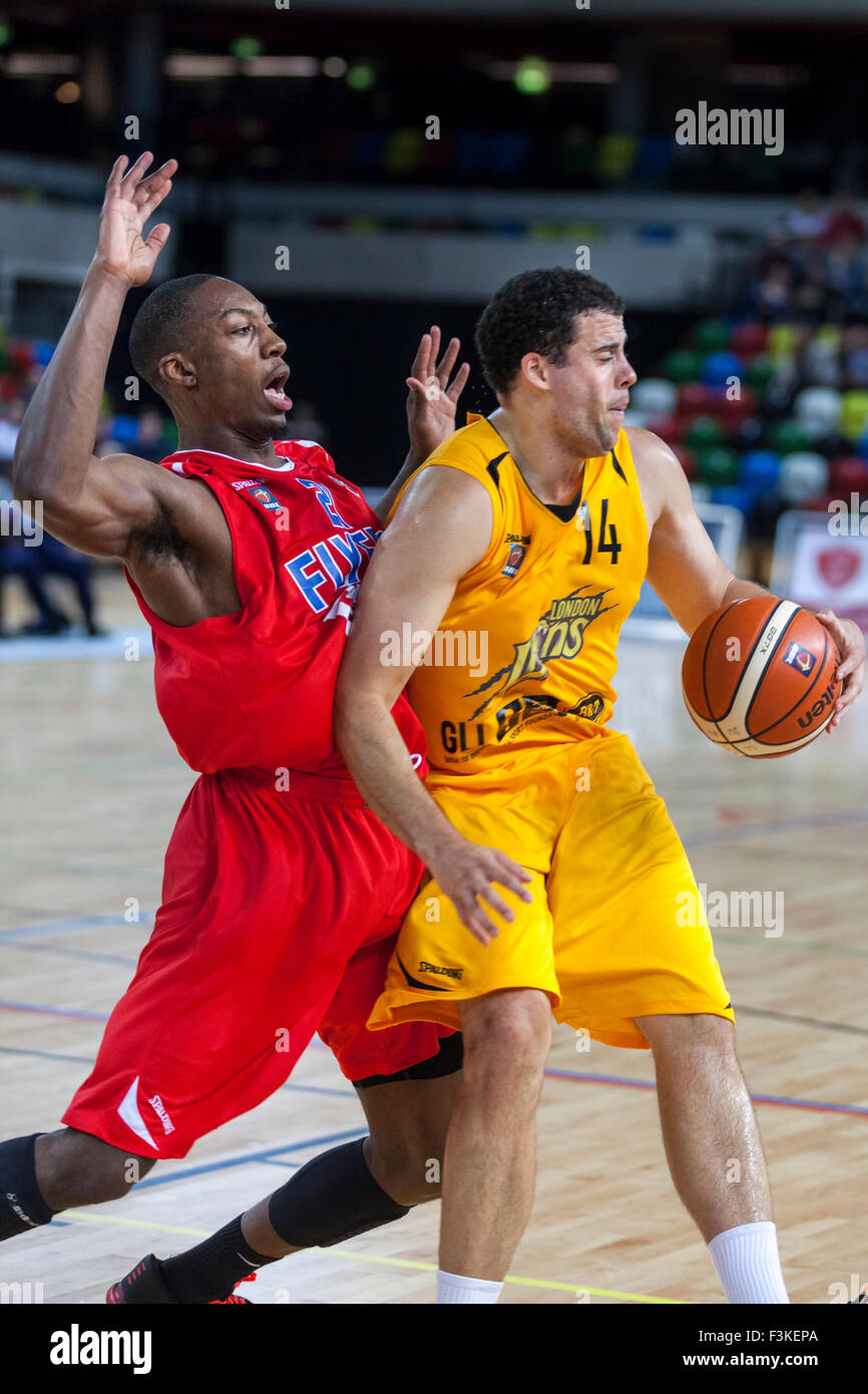 London, UK.8th October 2015. London Lions forward Jamal Williams (14) in ball possession, whilst Bristol Flyers' - Stock Image