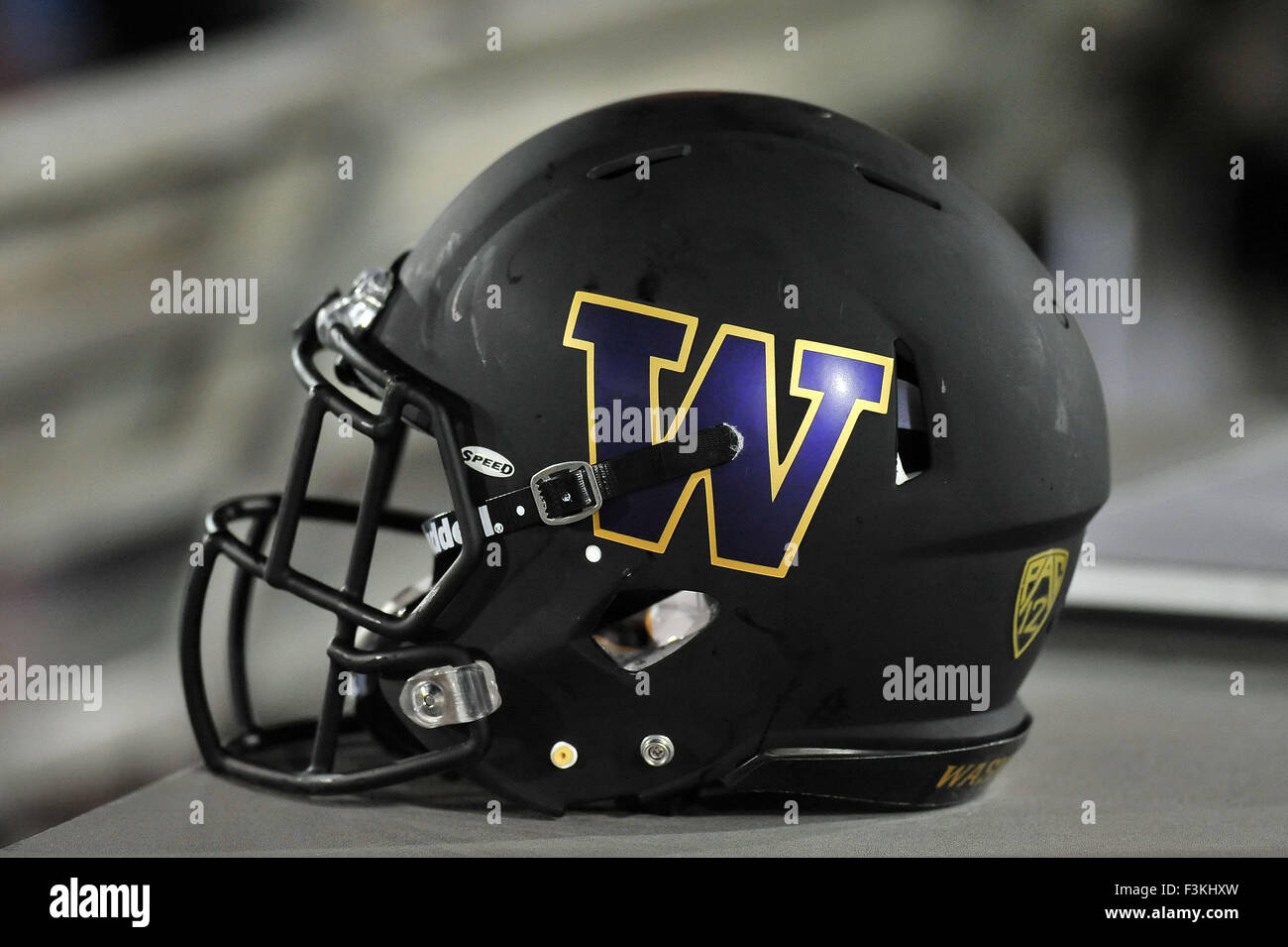 outlet store 18d67 572d8 Los Angeles, CA, USA. 8th Oct, 2015. Washington Huskies ...