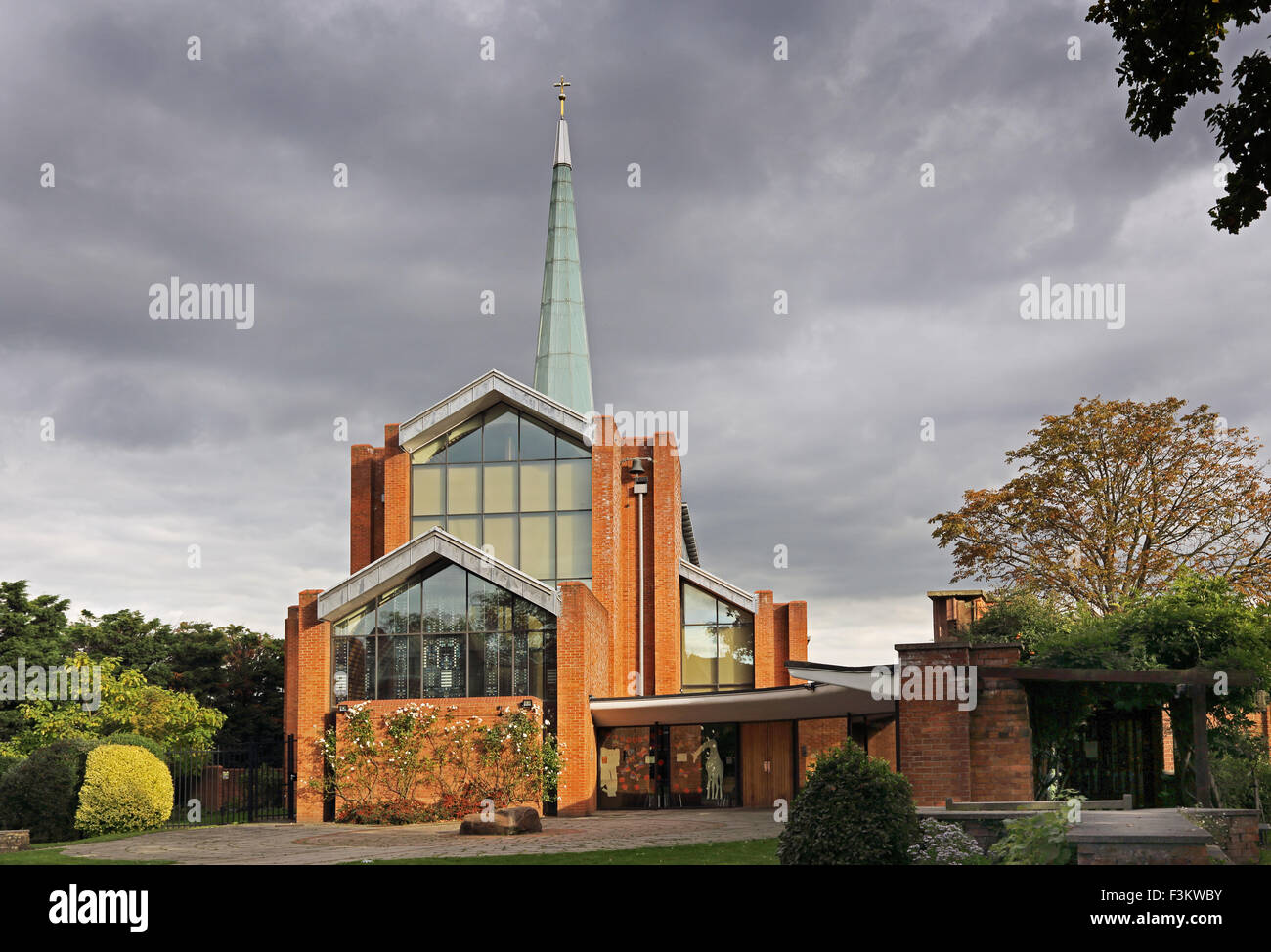 The church of St Barnabus, East Dulwich, London. Built in 1992 to a modern design by Architects Hellmuth, Obata - Stock Image
