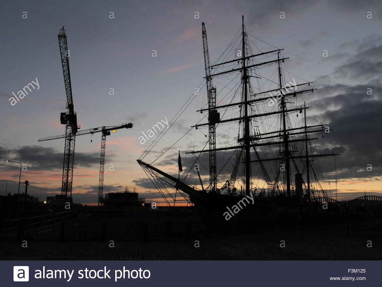 Silhouette of cranes and RRS Discovery at dawn Dundee Scotland  October 2015 Stock Photo