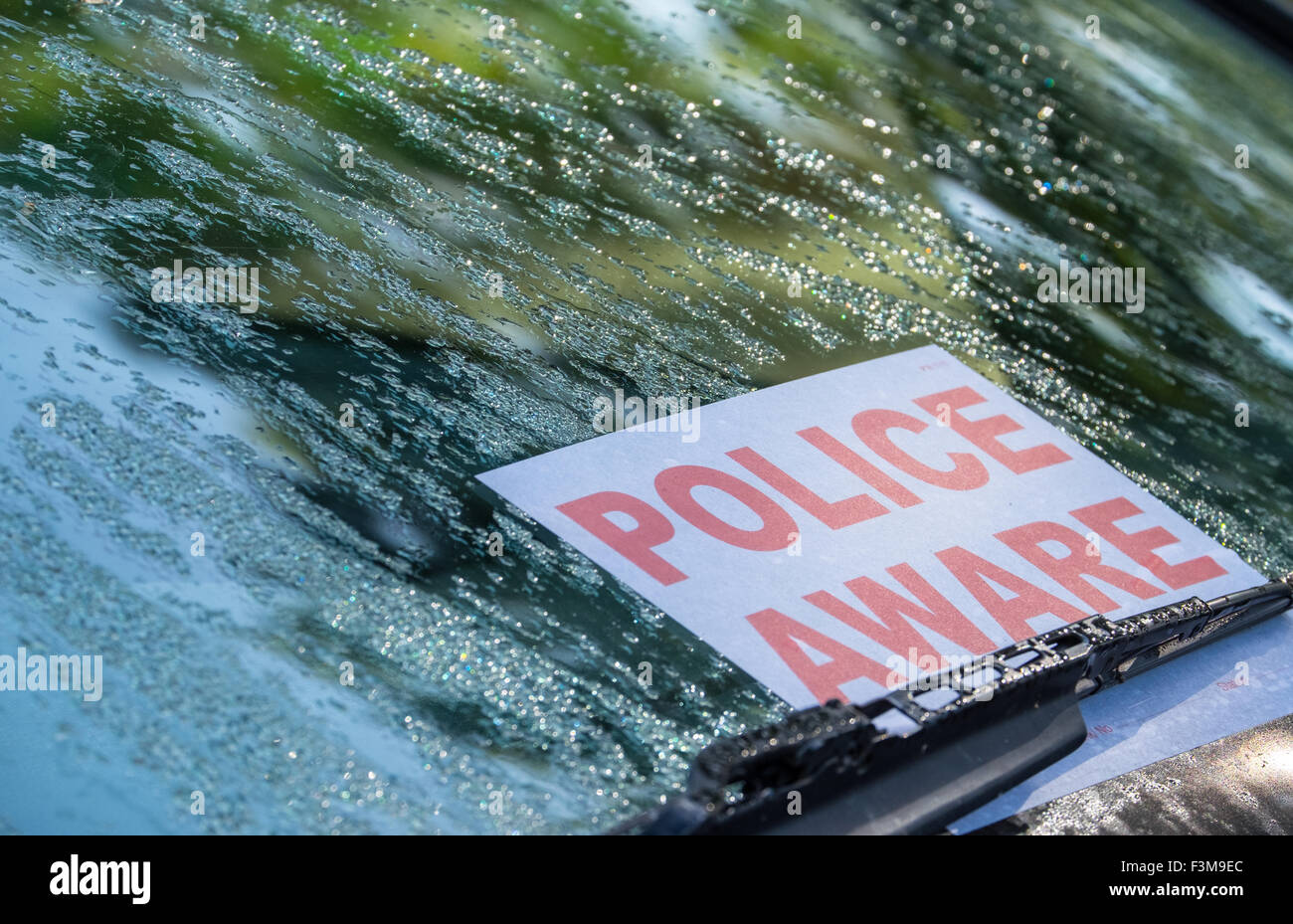 Police Aware sign on the windscreen of an abandoned car - Stock Image