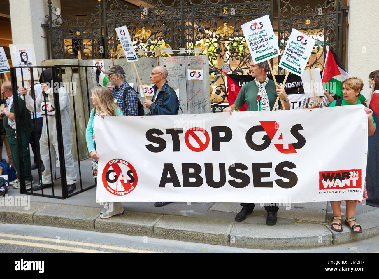 Protesters outside the G4S AGM at Salter's Hall in London Stock Photo