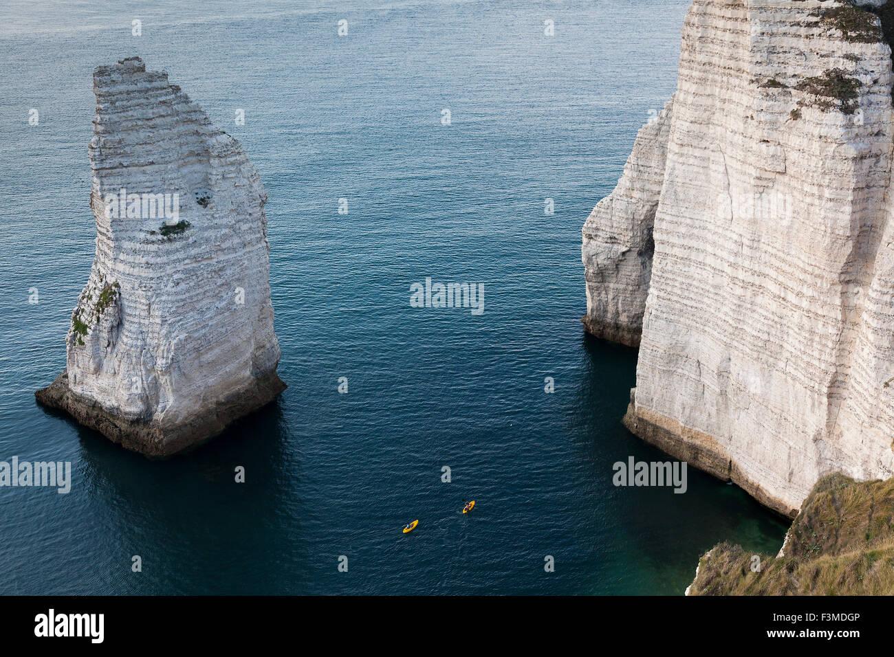 Cliff in Etretat, Cote d'Albatre, Pays de Caux, Seine-Maritime department, Upper Normandy region, France - Stock Image