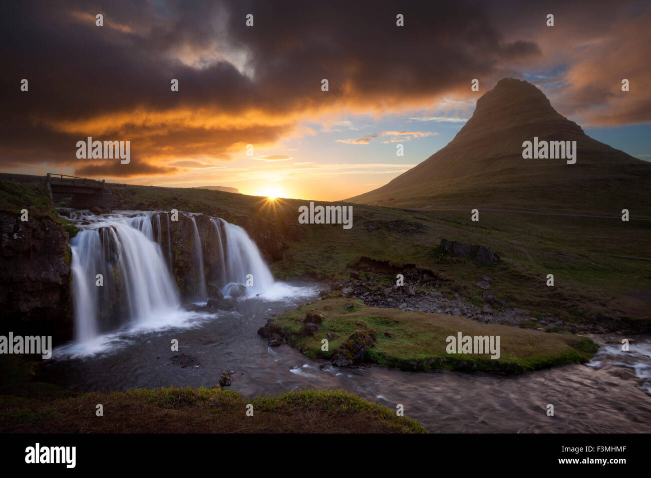 Sunset over Kirkjufell mountain and waterfall, Grundarfjordur, Snaefellsnes Peninsula, Vesturland, Iceland. - Stock Image