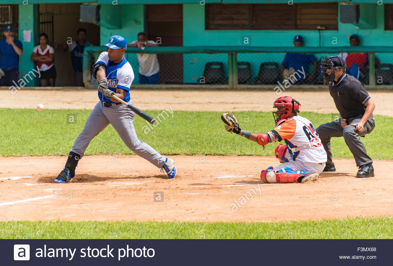 Cuban Baseball, team Industriales vs Villa Clara, Alexander Malleta at bat, Yorkis la Rosa acting as catcher behind - Stock Image