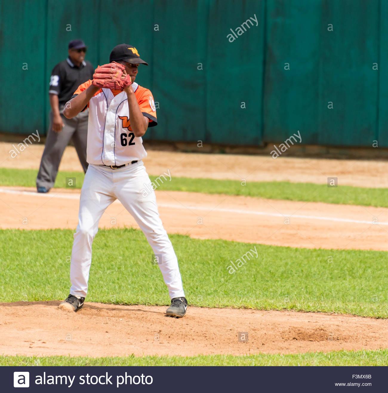 cuban baseball, team Industriales vs Villa Clara, Henry Luis Mazorra Fabregat pitching for villa clara - Stock Image