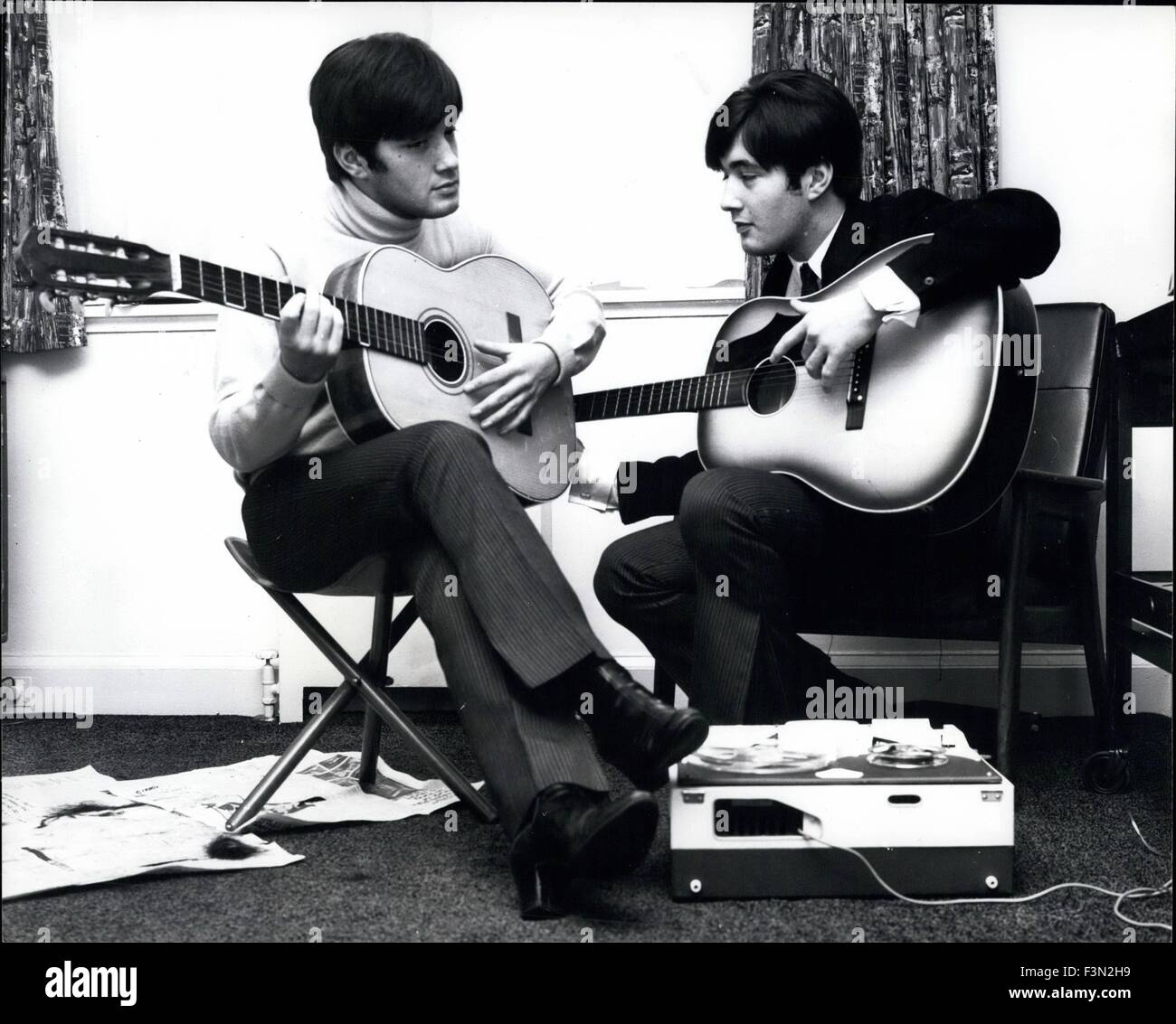 Jan. 09, 1962 - They like to cut Each others hair. The singing Ryan Twins all set to cut a New Disc Too: Paul and - Stock Image