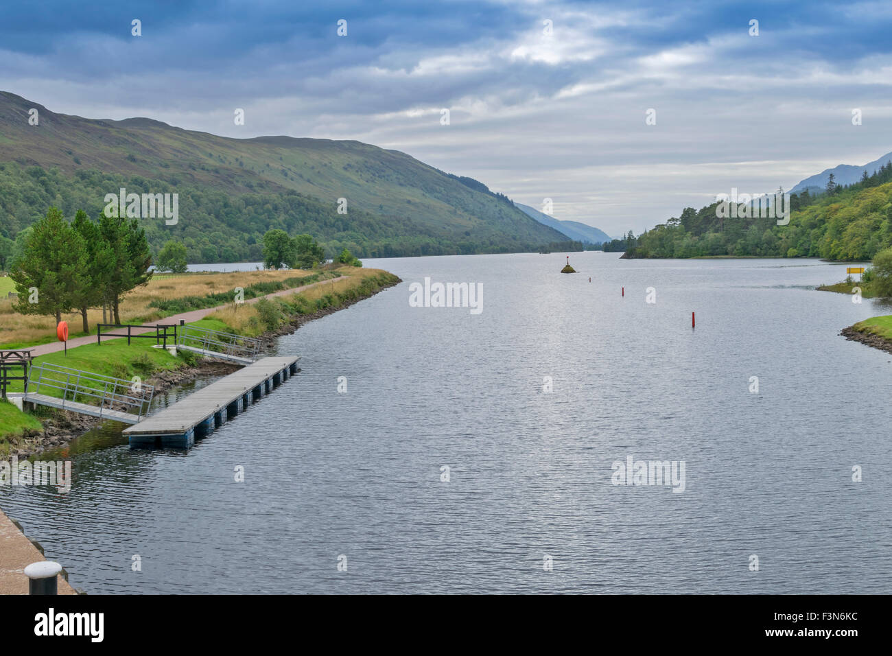 GREAT GLEN WAY  LAGGAN TO FORT AUGUSTUS SCOTLAND THE  ABERCHALDER SWING BRIDGE OVER THE CALEDONIAN CANAL VIEW DOWN Stock Photo