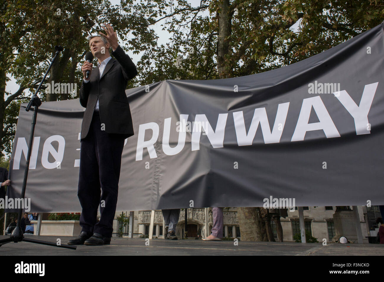 London 10th October 2015: The white middle-classes gathered in Parliament Square to protest against plans for a - Stock Image