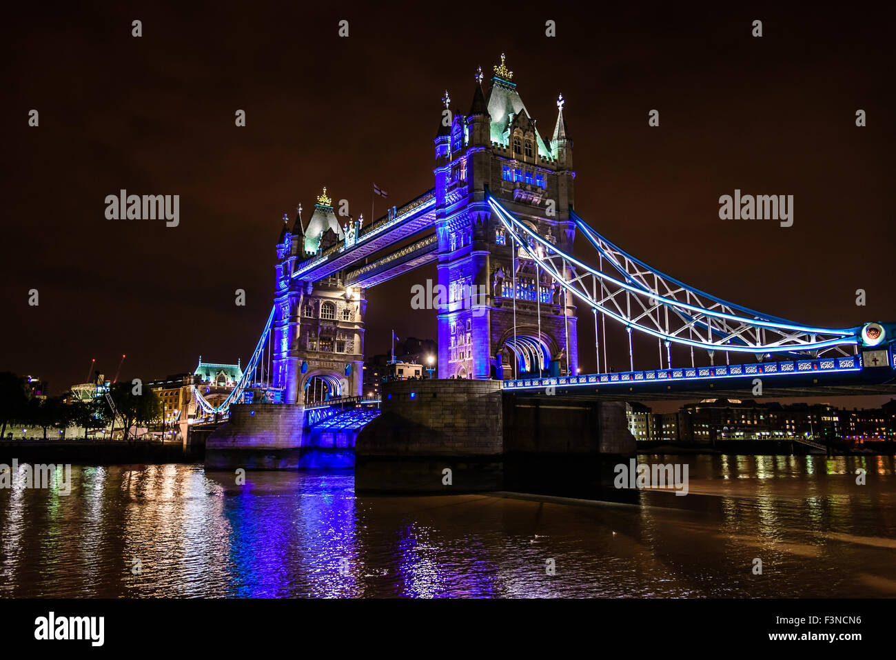 view of Tower Bridge over the River Thames at night, London, UK, England - Stock Image