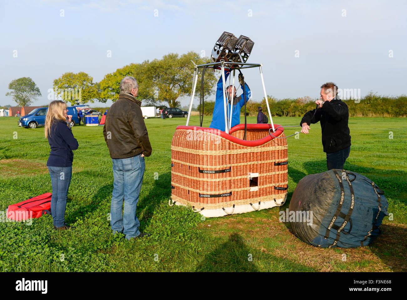 Thornton Dale, North Yorkshire, UK. 10th Oct, 2015. Saturday 10th, October 2015. Pilot Duncan Lambert prepares the - Stock Image