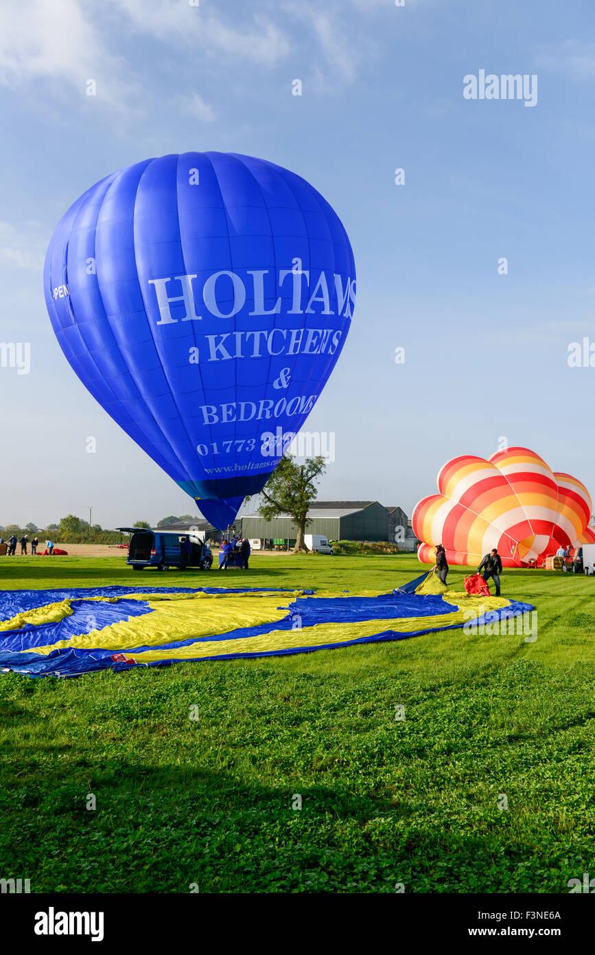 hornton Dale, North Yorkshire, UK. 10th Oct, 2015. Saturday 10th, October 2015. Pilot Graham Holtam prepares the - Stock Image